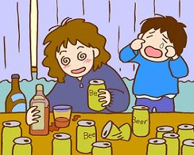 アルコール中毒でお酒を飲んでいる母親とその横で泣く子ども